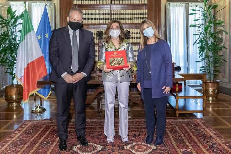 """Donatella Gimigliano, Presidente dell'Associazione Consorzio Umanitas, per il conferimento del """"Premio Camomilla"""""""