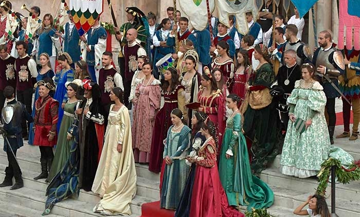 Sulmona, Giostra Cavalleresca, Simona Ventura sarà Giovanna D'Aragona.