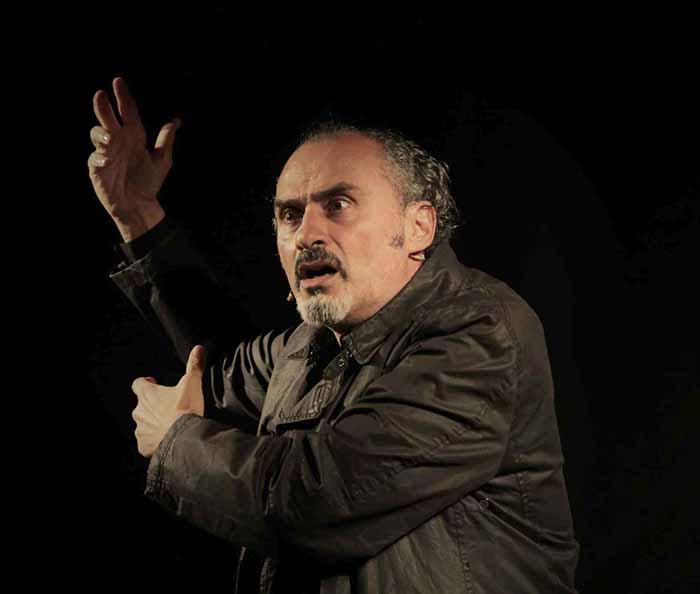 """Teatro Le Sedie """"Storia meravigliosa di luci, corpi, ed ombre""""."""