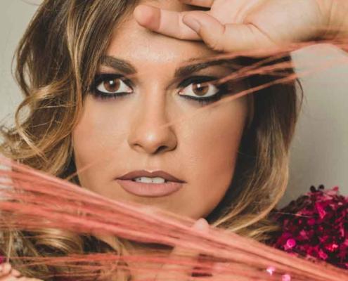 """Veronica presenta il nuovo singolo """"Acustico""""."""