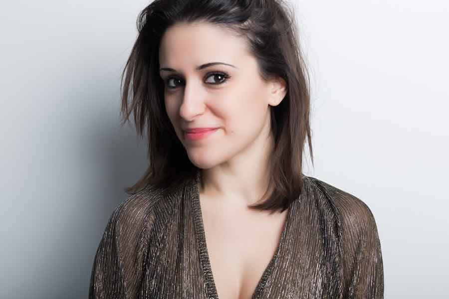 """Debora Scalzo esce il suo libro """"Cuore Marchiato""""."""