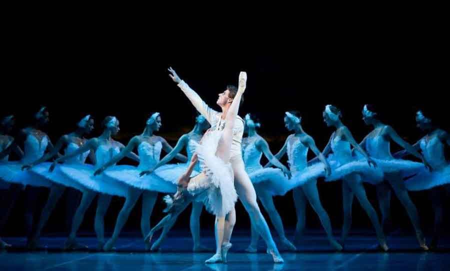 Teatro degli Arcimboldi con L'Accademia Ucraina Di Balletto.